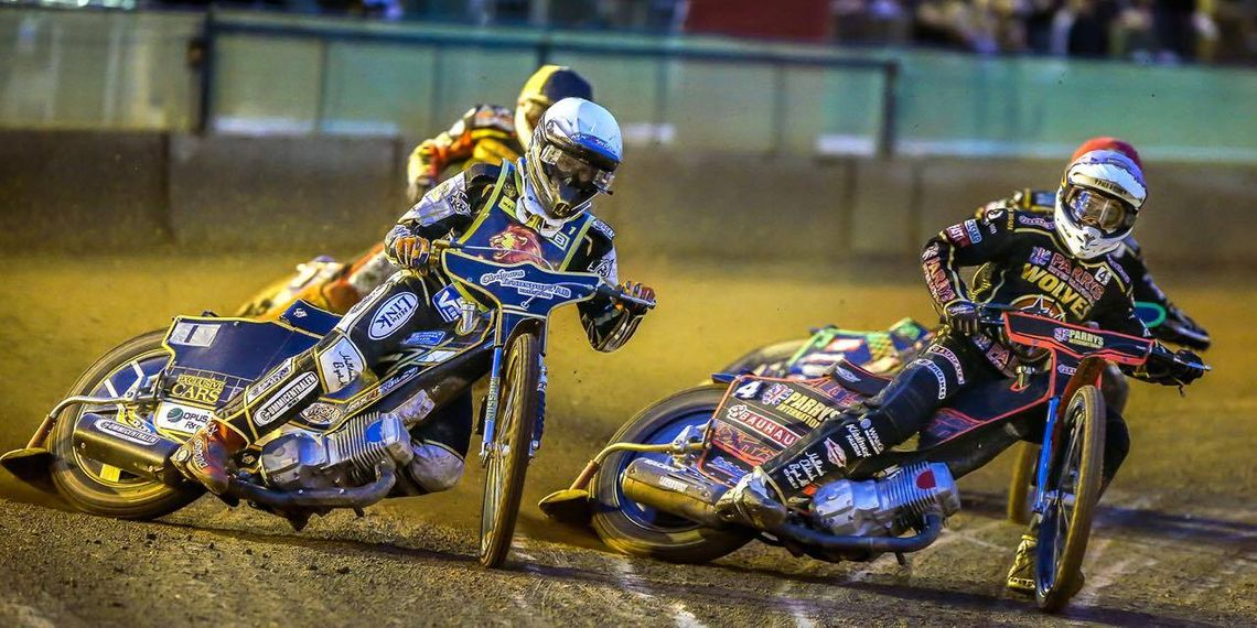 Kim Nilsson racing in Wolverhampton against Jacob Thorssell.